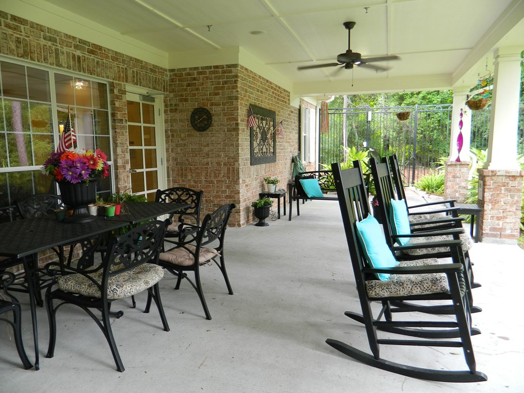 AutumnGrove Cottage in The Woodlands